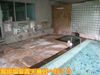 混浴の内湯と洗い場